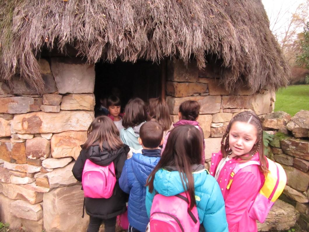 Primero Y Segundo Visitan El Museo Evaristo Valle Y El Pueblo De Asturias
